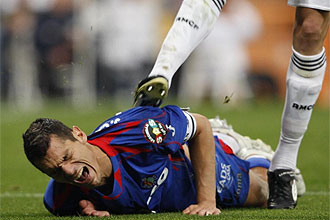 Pepe pate� en el suelo a Casquero