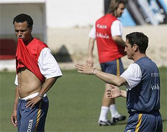 Luis Fabiano y Manolo Jim�nez durante un entrenamiento del Sevilla.