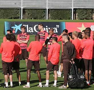 Los jugadores del Bar�a durante un entrenamiento