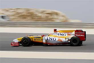 Alonso, durante los primeros entrenamientos del Gran Premio de Bahrein.