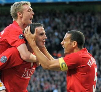 O'Shea celebra con Fletcher y Ferdinand el �nico tanto de la ida