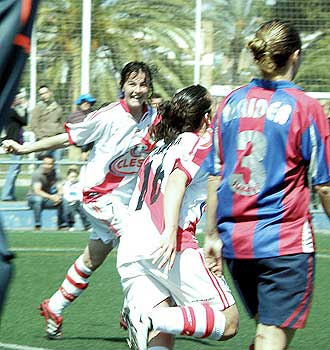 Las franjirrojas dejaron casi sentenciada la Liga con su empate en Valencia ante el Levante