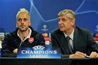 Almunia y Wenger, en rueda de prensa