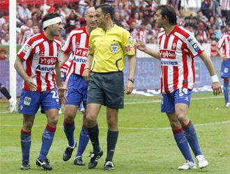 Texeira durante el partido entre el Sporting y el Athletic.