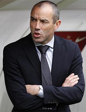 El entrenador del Paris Saint Germain, Paul Le Guen.