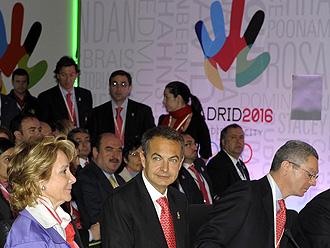 Aguirre, Zapatero y Gallard�n durante una ponencia