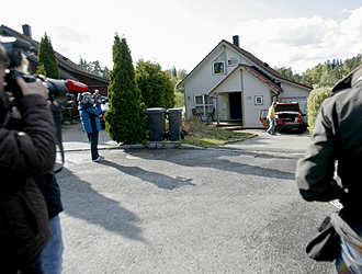 Las casa de Ovrebo estuvo llena de c�maras durante toda la jornada.