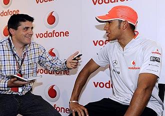 Lewis Hamilton responde a las preguntas de Miguel Sanz, periodista de MARCA.