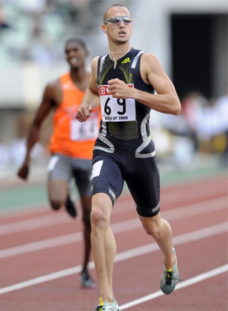 Wariner llegando a la meta en la carrera de Osaka.