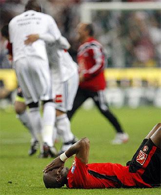 Los jugadores del Rennes se lamentan al final del partido
