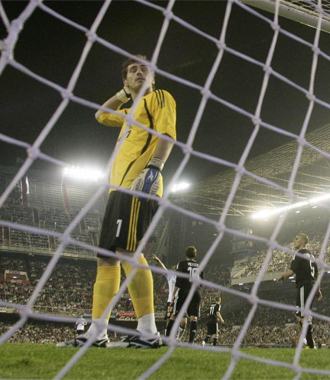 Casillas se lamenta en Mestalla