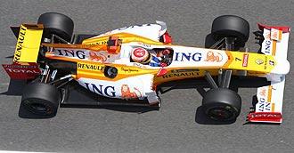Alonso pilota su Renault R29 en Montmel�.