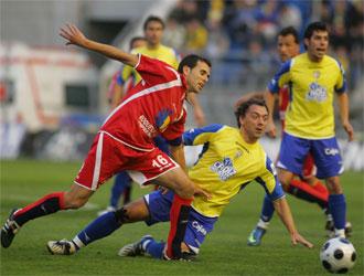 Rosu, en un encuentro con el Cádiz esta temporada.