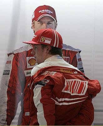Kimi Raikkonen se quita el mono tras el Gran Premio de España