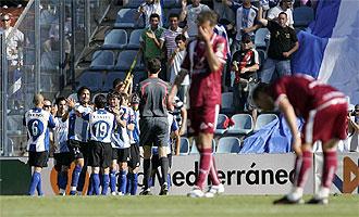 Los jugadores del H�rcules celebran un gol.