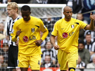 Kamara, delantero del Fulham, celebra su tanto al Newcastle