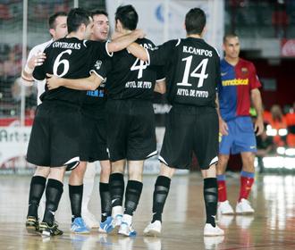 Los jugadores del Tien21 P. Millenium Pinto celebran un gol.