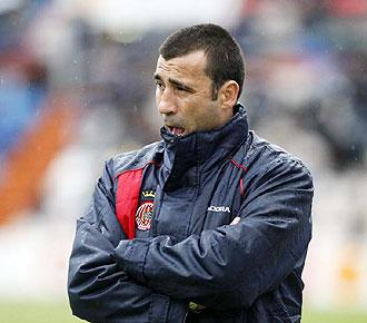 Ra�l Agn�, en la banda durante un partido del Girona, ha dejado de ser entrenador del conjunto catal�n