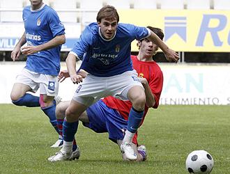 Andre, jugador del Oviedo, durante el encuentro ante el Siero.