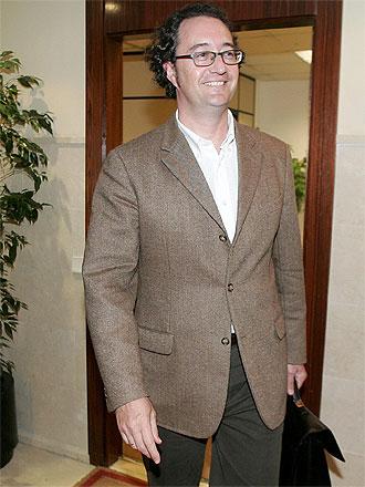 Juan de Dios Crespo a su salida de las oficinas del Valencia en una imagen de archivo.