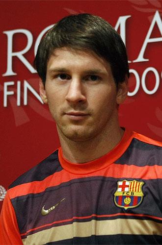 Messi posa con el cartel de la final