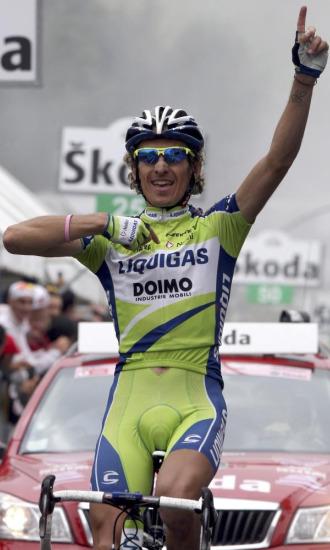 Franco Pellizotti celebra su victoria en el Blockhaus.