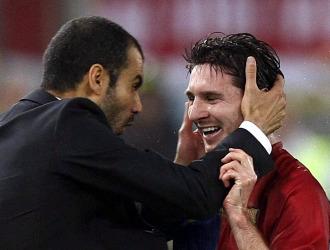 Guardiola abraza a Messi en la final de Roma.
