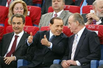Zapatero presenci� el partido junto a Berlusconi y el Rey