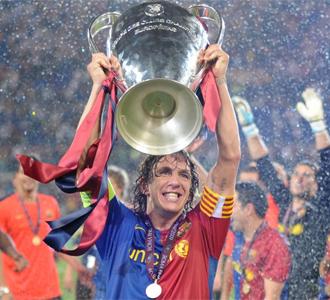 Puyol levanta la Champions en el c�sped del Ol�mpico de Roma