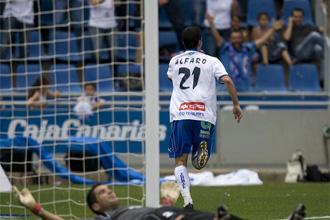 Alejandro Alfaro celebrando un gol