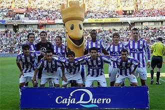El once que aline� Jos� Luis Mendilibar ante el Sporting posa para los medios gr�ficos.