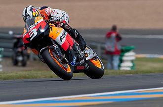 Pedrosa traza una curva con su Honda en Le Mans