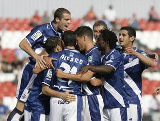 Los jugadores del Tenerife celebran uno de los tantos que le marcaron al Sevilla Atl�tico.