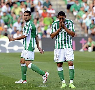 Oliveira y Juanito se lamentan tras acabar el choque ante el Valladolid.