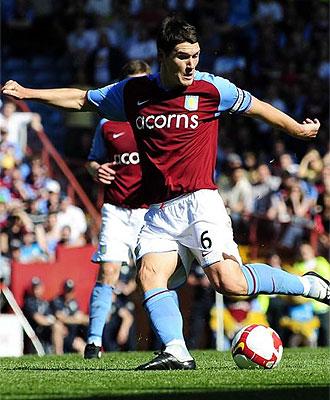 Gareth Barry, durante un partido con el Aston Villa