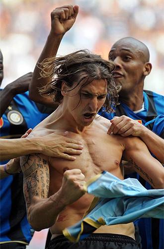 Ibrahimovic celebra un gol ante el Atalanta