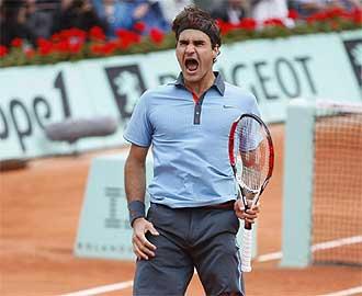 Federer grita tras derrotar al argentino Del Potro.