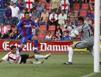 Rubén Castro marca el tercer tanto del Huesca.