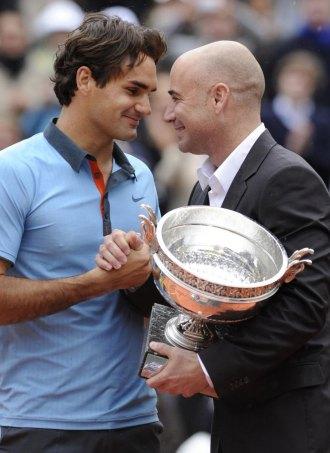 Roger Federer y Andr� Agassi, durante la entrega de premios.