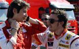 Fenando Alonso dialoga con Massimo Rivola, 'team manager' de Ferrari, tras el Gran Premio de Turqu�a