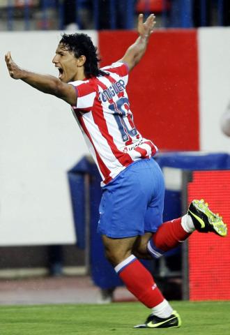 Ag�ero celebra un gol con el Atl�tico.