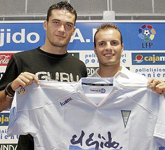 Jorge Molina y Juli, en la foto el día que fueron presentados como nuevos jugadores del Polideportivo Ejido hace dos años, llegarán juntos al Elche