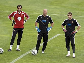 Diego López, junto a Reina y Casillas.