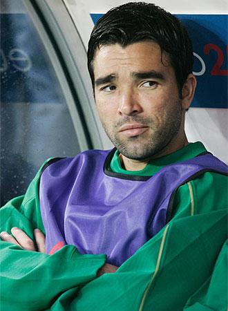 Deco, en el banquillo durante un partido de Portugal.