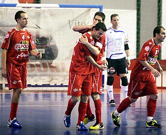 Los jugadores de ElPozo celebran un gol.