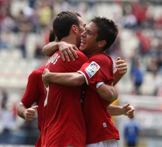 Los jugadores del N�stic celebran un gol