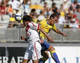 Una imagen del partido entre Las Palmas y Rayo Vallecano.