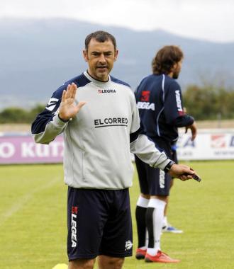 Javi López, en un entrenamiento del Alavés.