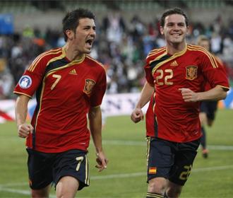 Villa celebra el gol de la victoria con Mata.