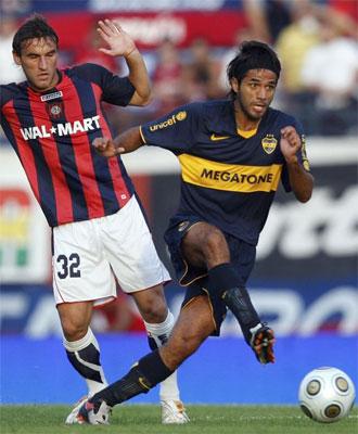 Vargas durante un partido con Boca Juniors.